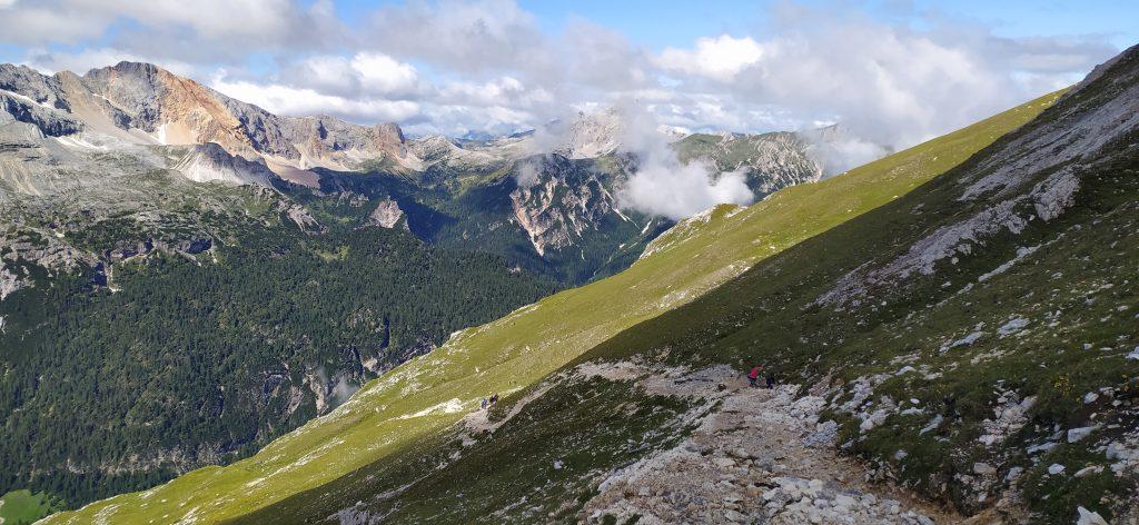 Salita con vista sulle Dolomiti di Braies